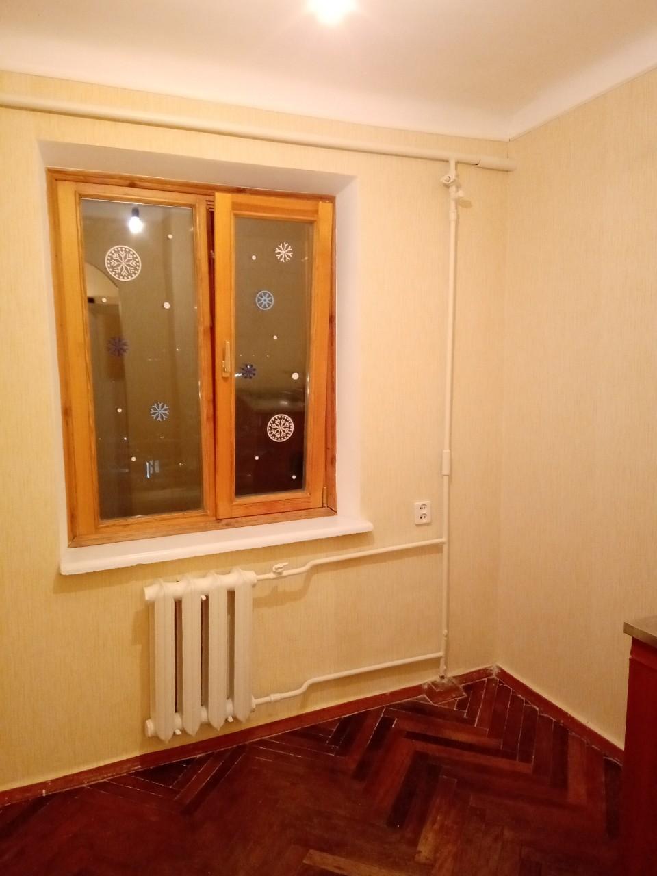 Продам ? гостинка, г. Киев                               в р-не Святошино возле м. <strong>Академгородок</strong>                                  фото