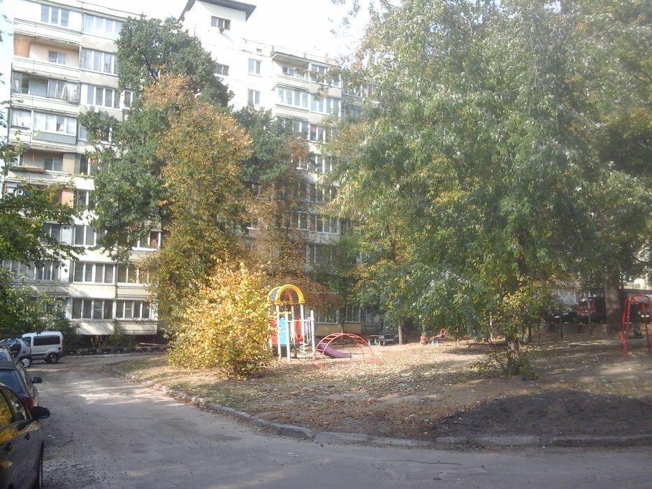 Продам ? 2 к, г. Киев                               в р-не Святошино возле м. <strong>Житомирская</strong>                                  фото