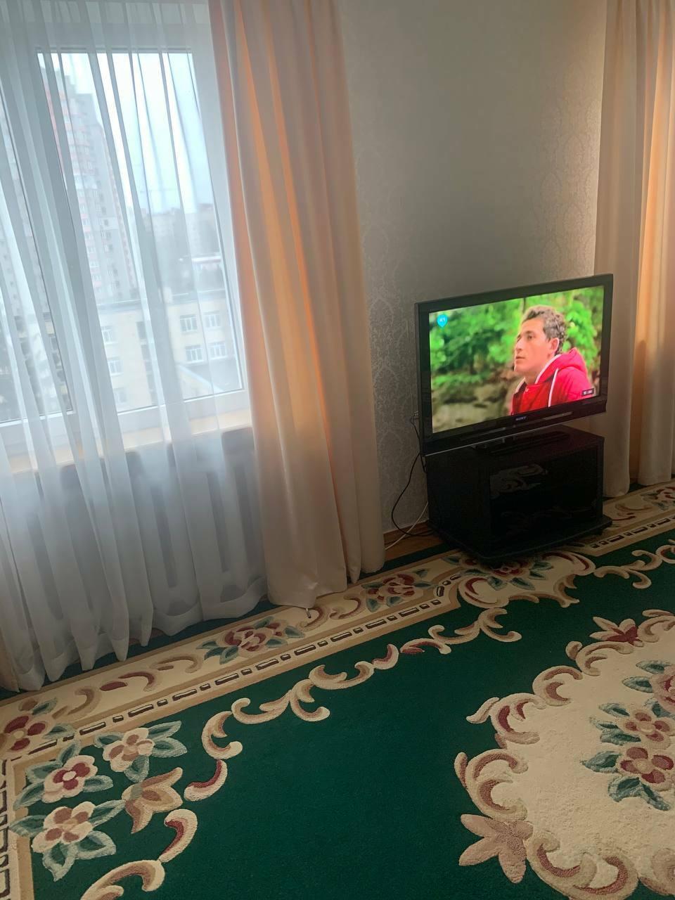 Сдам долгосрочно 2 к, г. Киев                               в р-не Караваевы дачи                                 фото