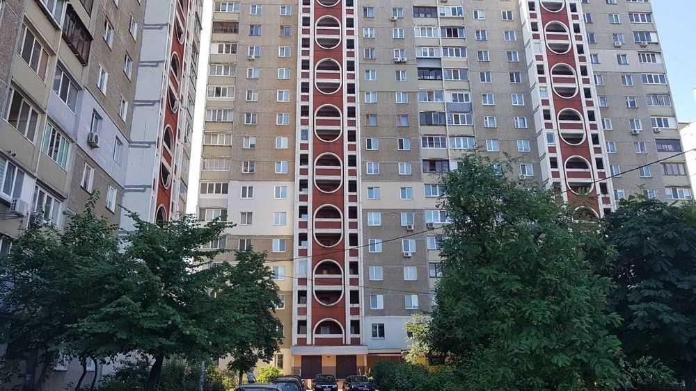 Продам ? 2 к, г. Киев                               в р-не Позняки возле м. <strong>Харьковская</strong>                                  фото