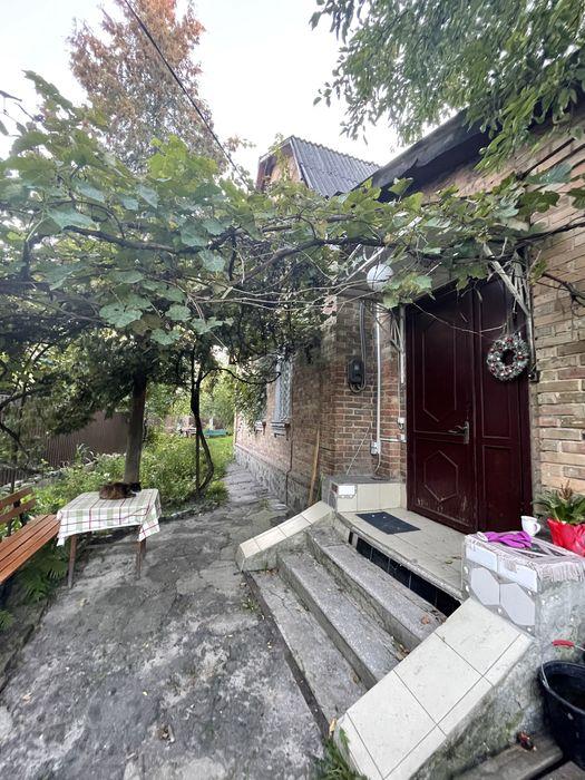 Продам ? пол дома, г. Киев                               в р-не Нивки возле м. <strong>Берестейская</strong>                                  фото