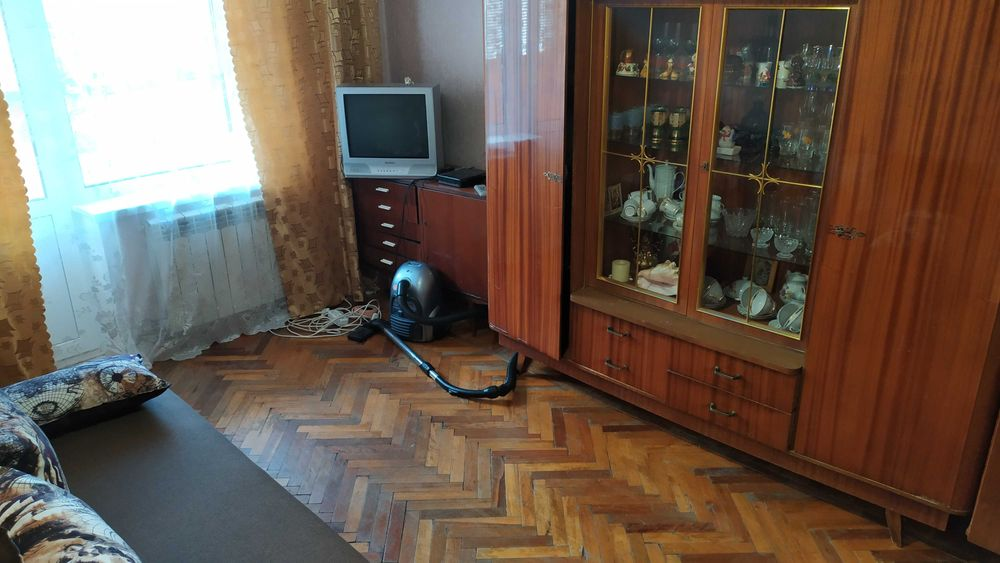 Сдам долгосрочно гостинка, г. Киев                               в р-не Феофания                                 фото