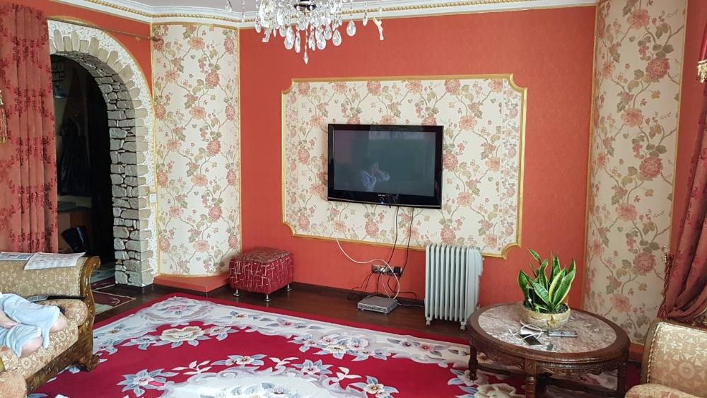 Продам ? пол дома, г. Киев                               в р-не Левобережный                                 фото