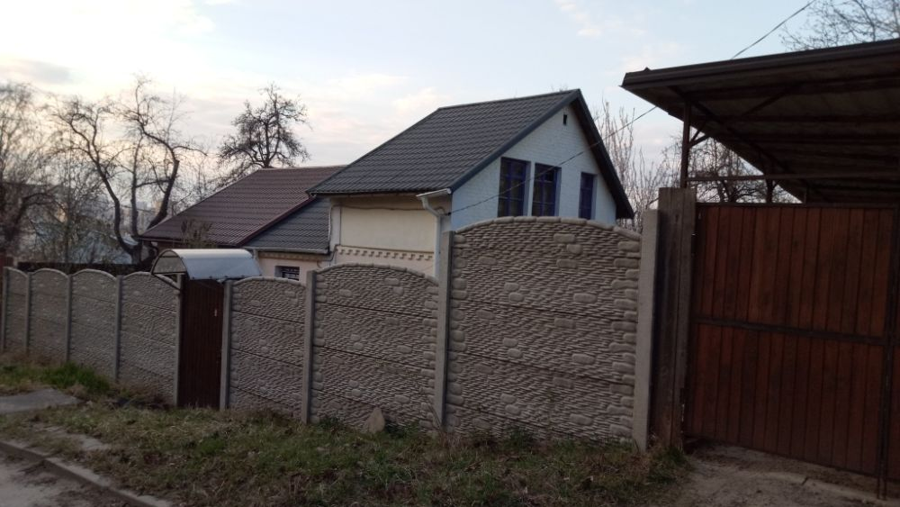 Продам ? пол дома, г. Киев                               в р-не Голосеево                                 фото