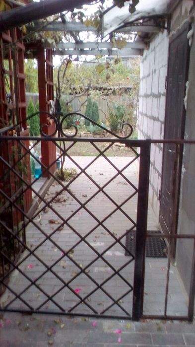 Продам ? пол дома, г. Одесса                               в р-н Киевский                                                              фото